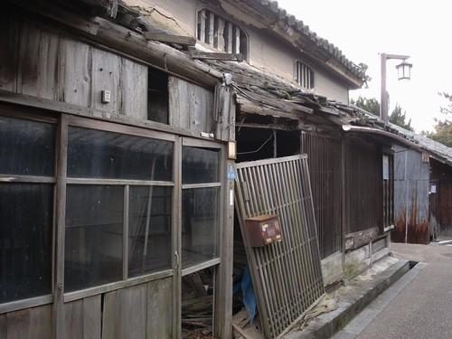 今井町の荒れた建物-03