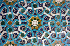 Kerman/ Jame Mosque (HORIZON) Tags: blue green yellow tile ceramic persian pattern photographer iran horizon persia mosque iranian niebieski kerman zielony ty mozaika jamemosque tileworks wnite 40d gwiazda complexpattern canoneos40d fnumber22 exposuretime110 kermancity ceramiczna kermanprovince kermanjamemosque sigma1224mmf4556dgexlens focallenght13