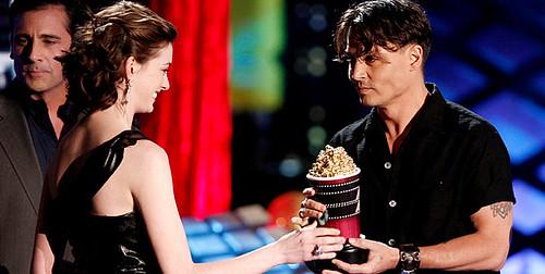 Johnny Depp y Anne Hathaway 2008