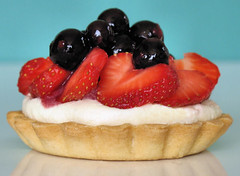 strawberry tartlet with white chocolate cream 3885