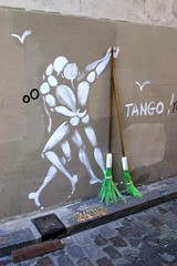 Pas de deux (marc do) Tags: street city party urban paris france green art wall writing painting fun graffiti dance md frankreich funny europa europe do scope danza tag graf frana danse montmartre humour tango tanz frankrijk mur francia broom dans parijs trompeloeil balai brooms parigi frankrike escoba vassouras the vassoura bezem pav scopa bezems balais francja escobas marcdo theunforgettablepictures marcde