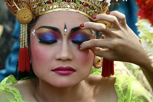 Eye shadow for balinese girl