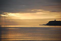 AMANECER DORADO SOBRE GIJON 2 (javierespadas) Tags: amanecer gijon chillida lacalzada elogioalhorizonte platinumphoto playadelarbeyal