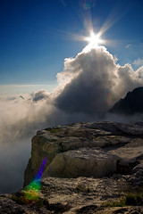 ... come il cavallo degli scacchi! [... it looks like the chess Knight!] (ecatoncheires) Tags: sky horse cloud sun mountain rock nuvola shaped hut cielo sole roccia montagna cavallo rifugio forma pedrotti