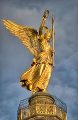 Gold Lizzy (Sebastian Niedlich (Grabthar)) Tags: berlin statue d50 germany deutschland gold nikon victoria nikond50 nikkor 2008 hdr tiergarten siegessule victorycolumn goldelse 55200mmf456g aug08 3exp grabthar sebastianniedlich