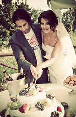 Cutting the wedding cake (manlio_k) Tags: wedding cake canon vintage september simona matrimonio manlio castagna roundedcorners manliocastagna mrtiera manliok