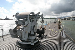 "5""/25 caliber deck gun (cliff1066) Tags: bridge museum hawaii oahu navy submarine worldwarii pearlharbor missile torpedo harpoon controlroom poseidon usnavy officer wahoo engineroom polaris galley ussmissouri deckgun antiaircraft caliber ballistic navigationsystem parche ussbowfin historiclandmark conningtower wardroom battleflags submarinemuseum quadgun"