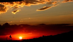 What a terrific sunset !                 Explore Oct,15,2008 #432 (tinica50) Tags: sunset spring natureza fiatlux naturesfinest goldenglobe flickrdiamond diamondclassphotographe theunforgettablepictures visôesdanatureza