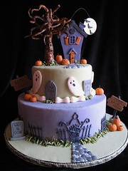 haunted halloween cake (jewelsb78(thefrostedcakencookie)) Tags: moon halloween graveyard grass mouse jackolantern pumpkins graves ghosts bats hauntedhouse treeface ironfence fondant gumpaste halloweencake