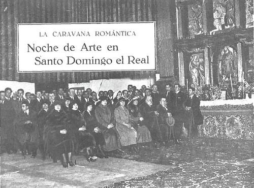 Intelectuales oyendo cantar a las monjas en Santo Domingo el Real la noche del 30 de abril al 1 de mayo de 1922. Foto Díaz.