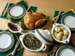 Miniature Food Christmas Dinner (PetitPlat - Stephanie Kilgast) Tags: christmas green chicken feast dinner gold miniature handmade noel polymerclay meal minifood collectible fte artisan dollhouse roasted poulet repas dollshouse nel miniaturefood porcelainplate grill miniaturen weihnacten petitplat
