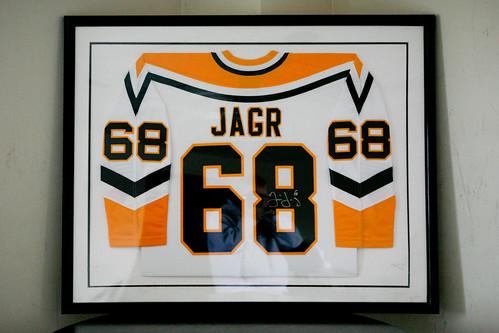 autographed jaromir jagr jersey in black frame