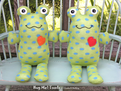Hug Me Sock Toads by Elizabeth Ruffing, green with blue polka dots
