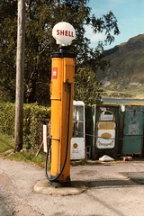 Carngorm 1986 (Neil F King) Tags: shell pump petrolstation a87 dornie lochduich singletrackroad invergarry kyleoflochalsh inverinate carngorm passingplacesign