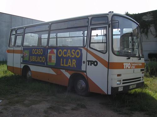 Bus Ebro abandonat a un polígon industrial d'Olot (La Garrotxa-Girona)