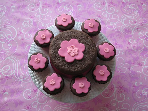 images of mothers day cakes. Mothers Day Cake and Cupcakes