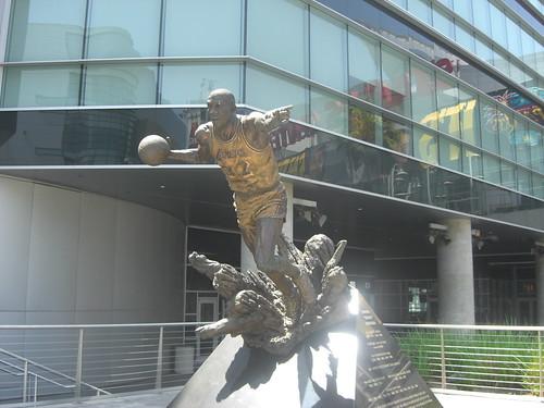Wayne Gretzky Statue at
