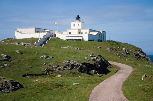 Lighthouse at Strathy Point (1)