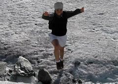 salto! / Jump! (samu.zamu) Tags: mountain jump action salto svizzera montagna ghiacciaio pontresina galcer morterash