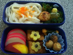 Udon- Cuttlefish Bento with Peach Rabbit's Sister (complete with recipe and cost evaluation!) (I Love Egg) Tags: japan lunch mushrooms udon broccoli bento japanesefood fishballs packedlunch obento bentolunch teriyakisauce cuttlefishballs kamoboko bentosan udonbento