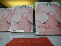 Exposição: Valentino { livros }
