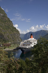 QE2 at anchor in Flam (Kevin L Campbell) Tags: norway geotagged sognogfjordane fretheim 059kmtofretheiminsognogfjordanenorway geo:lat=60861365 geo:lon=7117046