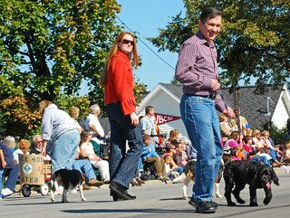//www.flickr.com/photos/38729188@N00/2922007835/: Dennis and Elizabeth Kucinich in the Woolly Bear Festival pa