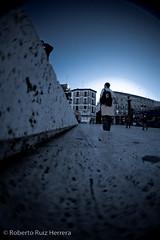 A ras de suelo (Berts @idar) Tags: zaragoza photowalk 8mm fz peleng espaa peleng8mmfisheye canoneos400ddigital xatakafoto pendientesdeetiquetar ¹⁄₂₀₀₀sec photowalkxfzaragoza