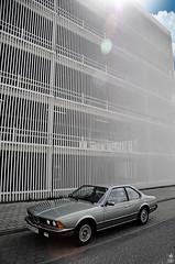 _DSC0123 (romanraetzke) Tags: auto car digital 1982 nikon colours parking hamburg himmel chrome lensflare bmw asphalt farbe chrom coupé sportscar trottoir farben gegenlicht parkhaus parken d300 youngtimer gehweg sportwagen messehallen sonnenlicht lagerstrase 628csi