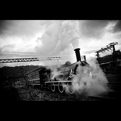 Crazy Train (Fernando Delfini) Tags: old bw white black texture textura branco fog clouds train canon vintage dark fire crazy sopaulo smoke machine pb preto bn burn sp fernando nublado fotografia trem 2008 vignette paranapiacaba mquina sombrio delfini fernandodelfinicom