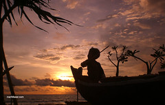 Sailing to the sky (Maaar) Tags: sunset sky bali beach silhouette boat perahu solbeach canggu malinkundang