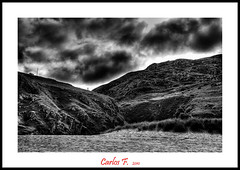Sand, Hills and Coulds (Carlos F1) Tags: bw cloud costa white black byn blanco rock clouds photoshop coast scotland highlands high sand nikon rocks dynamic cloudy unitedkingdom united negro scottish kingdom escocia bn arena nubes range hdr nube roca rocas reino unido reinounido d300 escoces nuboso photomatix tonemapping tonemap scotlanda rispond