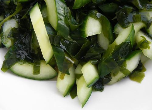 Komkommer & Wakame Salade met Lapsang Souchong Dressing