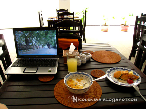 blogging at breakfast in cambodia