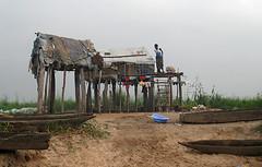 Une habitation de pcheurs au bord du fleuve Congo (Congo Blog) Tags: congo kinshasa pche rdc pcheurs fleuvecongo