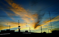 borges y paraguay (justo.n.franco) Tags: sky beautiful atardecer colombia bogota sundown ericsson bogot sony himmel cable cables cielo nubes silueta kolumbien siluetas nube schon s500i porbogot