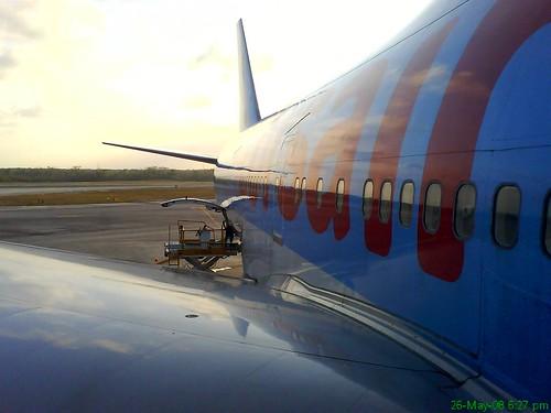 FOTO DE UN BOING 757 DESDE EL CAMION ANTES DE EMPEZAR A TRABAJAR(CORSAIR)