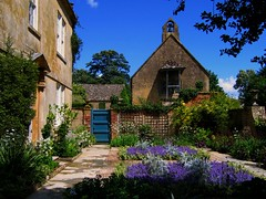 Hidcote Manor Garden in the Cotswolds (UGArdener) Tags: summer england english unitedkingdom britain cotswolds summertime nationaltrust artsandcrafts chippingcampden englishgardens hidcote hidcotemanorgarden lawrencejohnstone englishtravel