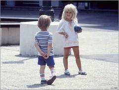 Comment séduire une grande fille blonde (jccphotos) Tags: boy baby girl children grande kid big little fair blonde how enfants fille bébé petit garçon seduce flickrlovers jccphotos