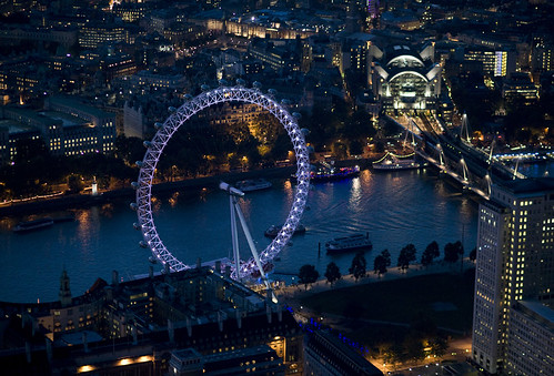 London's Eye and the Thames (c Jason Hawkes; used with permission)