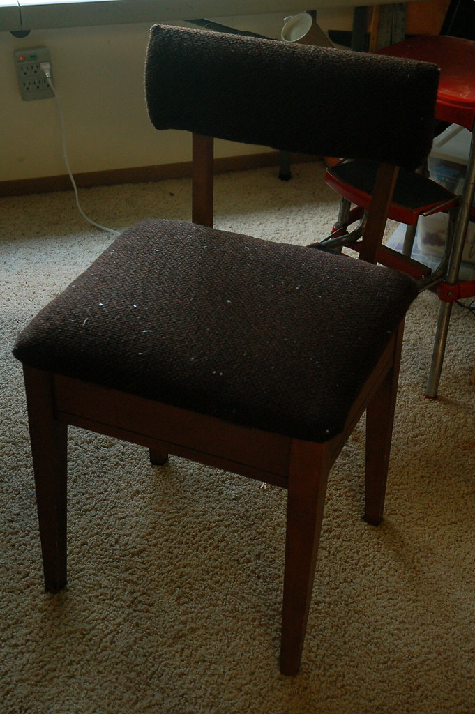 Sewing Chair :: Before