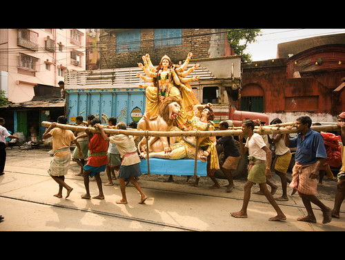 Carrying the idol on shoulder | Kumartoli,Kolkata