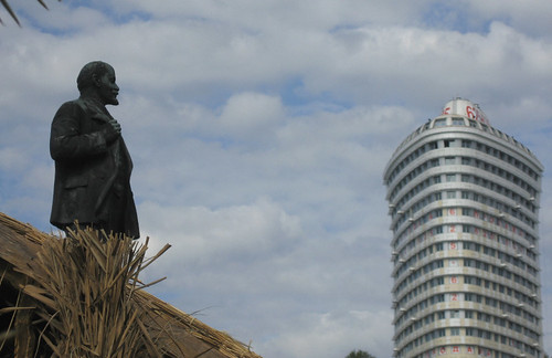 Sochi: Lenin looking over new construction in Sochi
