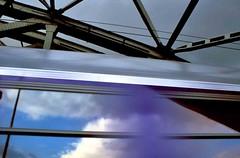 0150_mp_10106.jpg (Miguel (Fotos personales)) Tags: azul tren puente europa magenta cielo paso nubes reflejo alemania colonia pblico velocidad moderno progreso avance transporte tecnologa comunicaciones rpido prisa altavelocidad hierros modernidad avanzado fugacidad