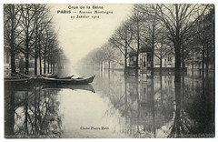 Paris Under the Waters: Avenue Montaigne (January 29th, 1910) (postaletrice) Tags: street old urban bw paris france reflection water seine ro vintage river relax landscape agua eau cityscape flood infinity postcard relaxing tranquility paisaje surface calm canoe reflected reflet canoes disaster vintagepostcard reflejo waters urbano postal 1910 relaxed paysage francia calma canoa inondation canot calme reflejos pars flooded fleuve sena crue superficie cartepostale cpa inundada desastre allthebest inundacin desbordamiento tarjetapostal dsastre crecida postalantigua inond deltiology cartofilia cartophilie