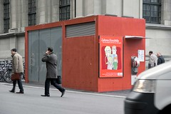 das rote WC-Häuschen auf dem Bahnhofplatz Bern