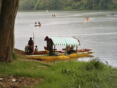 Boating in the reservoir of Kundala dam in Munnar, Kerala (jay_tvm) Tags: india holidays kerala boating vacations southindia munnar keralam touristspots godsowncountry kundala kundaladam