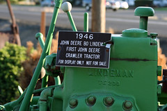(C Jill Reed) Tags: sign oregon 2008 johndeere 1946 crawler