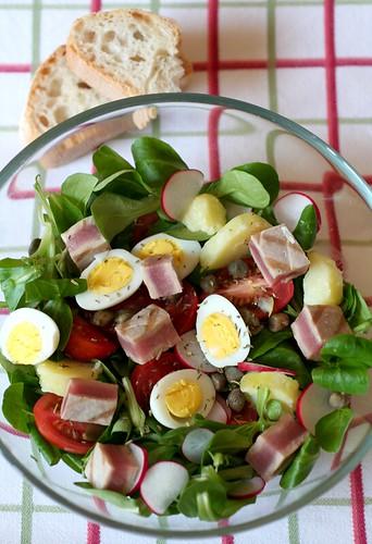 Insalata nicoise con tonno fresco e uova di quaglia