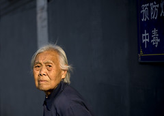 Old woman in the hutongs, Beijing, China (Eric Lafforgue) Tags: china old light woman beijing elder  hutong  hutongs kina chin cina chine 0506 xina   pekin  tiongkok  chiny  kna in lafforgue   trungquc na   kitajska tsina